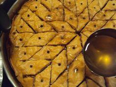 Υλικά Φύλλο κρούστας 1 πακέτο Ελαιόλαδο 1 κούπα Σουσάμι άσπρο 400 γρ Φρυγανιές 150 γρ. τριμμένη Καρυδόψιχα 150 γρ (ή αμύγδαλα) Πορτοκάλι 1 κουταλάκι του γλυκού μόνο το ξύσμα του Κανέλα 1 κουτάλι της σούπας Ζάχαρη 200 γρ Γαρύφαλλα 10... Greek Beauty, Greek Recipes, Apple Pie, Food And Drink, Desserts, Cosmetics, Tailgate Desserts, Deserts, Greek Food Recipes