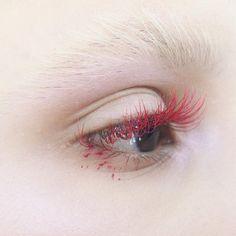 Red , hot pink, burgundy Lash Extensions by amazing Joanna at ❤️❤️ Edgy Makeup, Dark Makeup, Makeup Goals, Makeup Inspo, Makeup Art, Makeup Inspiration, Beauty Makeup, Bleached Eyebrows, Runway Makeup