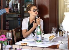 Stunna shades: Gigi concealed her eyes behind mirrored aviator sunglasses ...