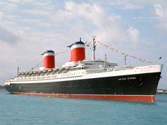 Knapp 2000 Passagiere und rund tausend Crewmitglieder passten an Bord des rund...