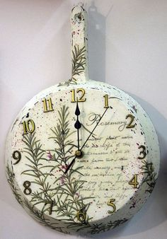 clock decoupage Mom's old pan. Craft Projects, Projects To Try, Diy And Crafts, Arts And Crafts, Decoupage Art, Shabby Chic Crafts, Diy Clock, Home And Deco, Painting On Wood
