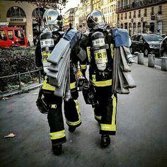 FEATURED POST @pompiers_de_paris - Une magnifique photo ! Repost de @chrisbaudry Chaque jour une sélection des plus belles photos de cette unité d'élite la Brigade de Sapeurs-Pompiers de Paris. Lorsque vous souhaitez reposter mes photos sur Instagram (indiquées avec H. C) merci de mentionner @pompiers_de_paris dans votre description ! S'il s'agit d'une photo de la BSPP mentionnez leur compte officiel. Vous souhaitez partager une photo ? Utilisez le hashtag #pompiers_de_paris ! ___Want to be…