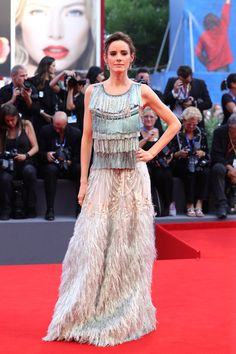 Pilar Lopez De Ayala Photos - Jury member Pilar Lopez de Ayala attends the closing ceremony of the Venice Film Festival at Sala Grande on September 2016 in Venice, Italy. Venice Film Festival, Red Carpet Gowns, Alberta Ferretti, Gray Dress, Amazing Women, Vogue, Glamour, Formal Dresses, Stylish
