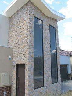 InfinitiStone® Random Field Stone 082 - Prefabricated corners available.