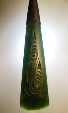 Engraved Toki Drop Shane MacIntosh Greenstone Pounamu Jade Maori Necklace Pendant Aotearoa New Zealand Polynesian Art, Polynesian Tattoos, Stone Jewelry, Jewelry Art, Jewellery, Maori Designs, New Zealand Art, Nz Art, Maori Art