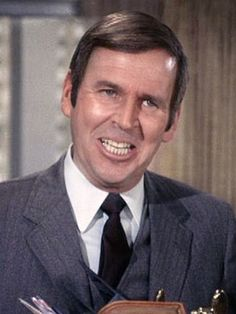 Bewitched (TV show) Paul Lynde as Uncle Arthur. I loved Uncle Arthur! Agnes Moorehead, Bewitched Tv Show, Bewitched Elizabeth Montgomery, Childhood Tv Shows, Old Shows, Classic Tv, Funny People, Classic Hollywood, We The People