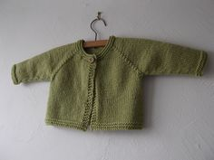 Super-quick baby knit, ideal for when you've got a gift to give on a deadline! Suitable for any worsted weight or aran yarn. Use that one perfect button from your button-stash in this cute little project!