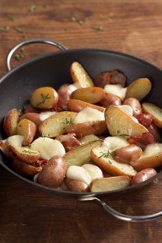 Diese Rosmarinkartoffel sind eine hervorragende Beilage, aber auch perfekt zum so Essen.