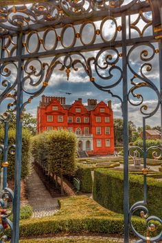 Kew Palace revisited Dutch House, British Royals, Wales, Palace, Scotland, Ireland, Arch, Outdoor Structures, Garden