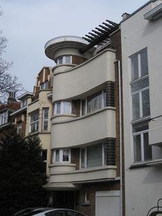 Brussels, modernist house 1930 by L.Tenaerts - Brussels, modernist house 1930 by L. Architecture Old, Contemporary Architecture, Architecture Details, Bauhaus, Amsterdam, Art Nouveau, Streamline Moderne, Art Deco Buildings, Art Deco Home