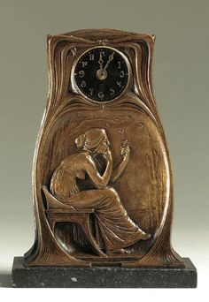 Nouveau Art -                                                              Gustav Gurschner figural Art Nouveau clock