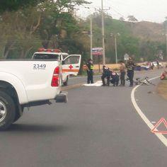 Un hombre fallece tras colisión de trailer y moto en Jacó