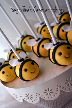#cakepops #bees #cakepopbee #candybar #beeparty #ideas #beepartydecoration #sugartinascakesandthings Bee Party, Cakepops, Bees, First Birthdays, Candy, Food, One Year Birthday, Cake Pop, Cake Pops