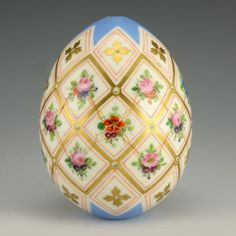 A Russian porcelain Easter egg, circa The pale blue ground egg decorated with vibrant floral sprays against a white ground within gilded diamond shaped borders. Chinoiserie, Egg Shell Art, Carved Eggs, Faberge Eggs, Egg Art, China Painting, Egg Shape, Easter Crafts, Egg Crafts