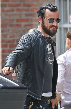 Outfits & Style Tips: Justin Theroux Black and Gray Justin Theroux, Dope Fashion, Mens Fashion, Fashion Outfits, Fashion Tips, Cool Jackets, Streetwear Fashion, Style Guides, Black And Grey