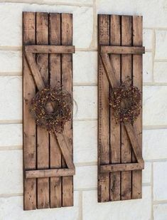 Rustic Shutters Farmhouse Shutters Country Shutters / per exterior windows ❤︎ Country Shutters, Farmhouse Shutters, Rustic Shutters, Diy Shutters, Country Farmhouse Decor, Primitive Shutters, Wooden Shutters Exterior, Wooden Window Shutters, Exterior Windows