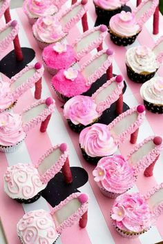 Stiletto / High-heel cupcakes with spray-painted heels! Made for a black/white/pink Paris themed bridal party High Heel Cupcakes, Stiletto Cupcakes, Shoe Cupcakes, Cupcake Cookies, Cupcake High Heels, Barbie Cupcakes, Ladybug Cupcakes, Kitty Cupcakes, Snowman Cupcakes