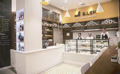 Projeto conceitual e executivo desenvolvido para uma padaria de produtos portugueses. Materiais e detalhes definidos para criar um ambiente com personalidade, aconchegante e moderno.  StudioIno |   B.LEM