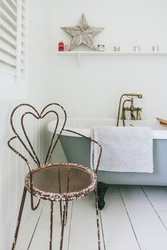 What colour are the walls? The RVK Project House Guide. - Roses and Rolltops Farrow And Ball Paint, Farrow Ball, Bathroom Renovations, Bathroom Ideas, Bathroom Remodelling, Rock My Style, Victorian Bathroom, Upstairs Bathrooms, Beautiful Bathrooms