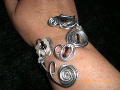 Bracelet spirale fil argenté perle en fimo et translucide - marron