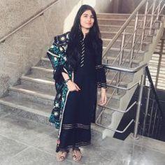 Black High Top Sneakers, Black High Tops, Girl Hijab, Stylish Dresses, Kimono Top, Photo And Video, Videos, Photos, Instagram