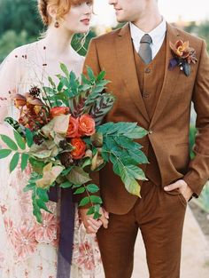 Between the English countryside feeling of Kestrel Park and the gorgeous detailed attire of the couple, we're getting major vintage vibes.