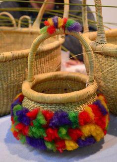 Laura Romero - Cestería huarpe, Mendoza Straw Bag, Crochet Necklace, Mendoza, Bags, Collection, Luxury Bags, Fashion Accessories, Hampers, Walkway