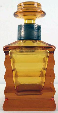 Oranje Art Deco fles van WMF met zilveren rand     Gemerkt met halve maan en keizerskroon. Gehalte 825. Hoogte ca 18 cm. Perfume Bottles, Art Deco, Perfume Bottle, Art Decor