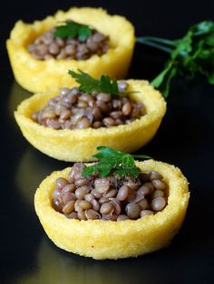 A nice twist on Italian lucky New Year's lentils: lentils in a basket of polenta. Polenta, Wine Recipes, Vegan Recipes, Cooking Recipes, Good Food, Yummy Food, Xmas Food, Appetisers, Creative Food