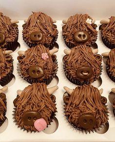 Pretty Cakes, Cute Cakes, Beautiful Cakes, Amazing Cakes, Cow Birthday Parties, Farm Birthday, Birthday Ideas, Cow Cupcakes, Animal Cupcakes