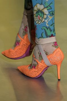 I'm so happy, I'm so Gucci! Gucci at Milan Fall 2017 (Details) Fashion 2017, Fashion Shoes, Milan Fashion, Fashion Brands, Crazy Shoes, Me Too Shoes, Gucci Fall 2017, Shoe Boots, Shoes Heels