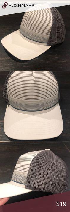 a2fd6e22a8f Fitted hat Like new Flex fit Mesh back Travis Mathew Accessories Hats