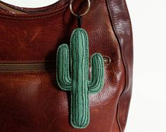 Cactus giant keychain felt wool fabric embroidery succulent plant organic cotton urban jungle green natural folk tropical hand made Cactus Decor, Cactus Art, Grand Cactus, Cactus Keychain, Armband Diy, Diy Schmuck, Wool Fabric, Felt Crafts, Succulents