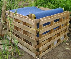 Compost bin from palletts