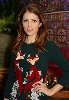 Anna Kendrick rocks forest green dress at Into The Woods screening Anna Kendrick Pictures, Pictures Of Anna, Anne Kendrick, Forest Green Dresses, Miss Girl, Brown Dress, Celebs, Celebrities, Celebrity Dresses