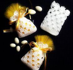 Miniature cushion with little - Salvabrani Crochet Sachet, Gilet Crochet, Crochet Pouch, Crochet Gifts, Crochet Motif, Diy Crochet, Crochet Doilies, Crochet Flowers, Crochet Baby