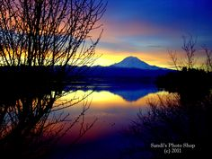 Mount Rainier sunrise over Lake Tapps