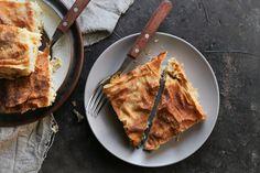 Η μπρικόπιτα κρύβει μια «καθαρότητα» στη γεύση της και ενώ μοιάζει απλή, αυτή η κοτόπιτα έχει το δικό της τρόπο να σε «ξελογιάσει». Dairy Free Keto Recipes, Greek Cooking, Lasagna, Cheesecake, Sweet Home, Pork, Diet, Breakfast, Ethnic Recipes