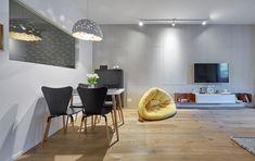 Acasă la Ioana Kirila: trei camere în loc de două Home Goods, Conference Room, Homes, Cool Stuff, Table, Furniture, Home Decor, Houses, Decoration Home