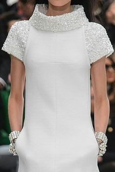 >> A mix of well-known and lesser-known designers ◇ haute couture ◇ fashion week and outlandish fashion in different colors ☼ Chanel Couture, Style Haute Couture, Couture Fashion, Trendy Fashion, High Fashion, Womens Fashion, Fashion Trends, Fashion Fashion, Fashion Jewelry