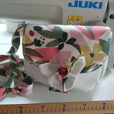 Valérie sur Instagram: Voilà le sac qui m'accompagnera durant cette été 🤗 tissus de la Craftine Box et le modèle Menuet de Sacotin. #sacotin #coutureaddict…