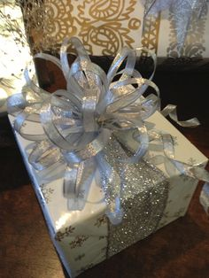Beautiful Christmas gift ideas, Gift wrap, Gift wrapping, How to give a beautiful christmas present, Christmas gift wrap ideas