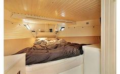 Bedroom on a House boat for sale on Holmen. (estatemaelgerne.dk)