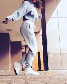 Solo Dance Video, Girl Dance Video, Hip Hop Dance Videos, Dance Music Videos, Dance Choreography Videos, Running Man Dance, How To Shuffle Dance, Baile Hip Hop, Cool Dance Moves