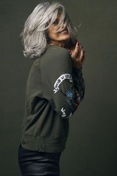 hair-beauty Why are women going gray earlier? - Grandpa Portal hair beauty Is Laminate Floorin Silver Haired Beauties, Silver White Hair, Grey Hair Inspiration, Long Gray Hair, Corte Y Color, Going Gray, Older Women Hairstyles, Great Hair, Gorgeous Hair