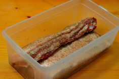 Vyrobte si domácu slaninku bez údenia (pancetta) » Prakticky.sk Sausage, Bacon, Meat, Cooking, Breakfast, Whitney Houston, Food, Kitchen, Morning Coffee