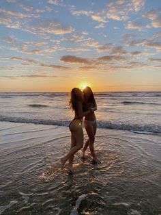Foto Best Friend, Best Friend Photos, Best Friend Goals, Summer Pictures, Beach Pictures, New Foto, Photos Bff, Best Friends Shoot, Shotting Photo