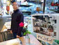 ボウイさん哀悼のバラ、京都に うなぎ店にファン相次ぐ - 京都新聞