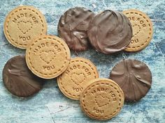 Sütipecsétes mesekeksz házilag - Mom With Five Cookie Recipes, Dessert Recipes, Winter Food, Cake Cookies, Easy Desserts, Food To Make, Food And Drink, Yummy Food, Favorite Recipes