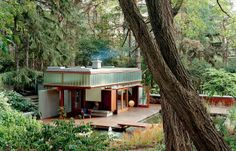 RAVINE GUEST HOUSE Located in the wooded grounds of a private home in Toronto and surrounded by a lush landscape of red pines and black locust trees.